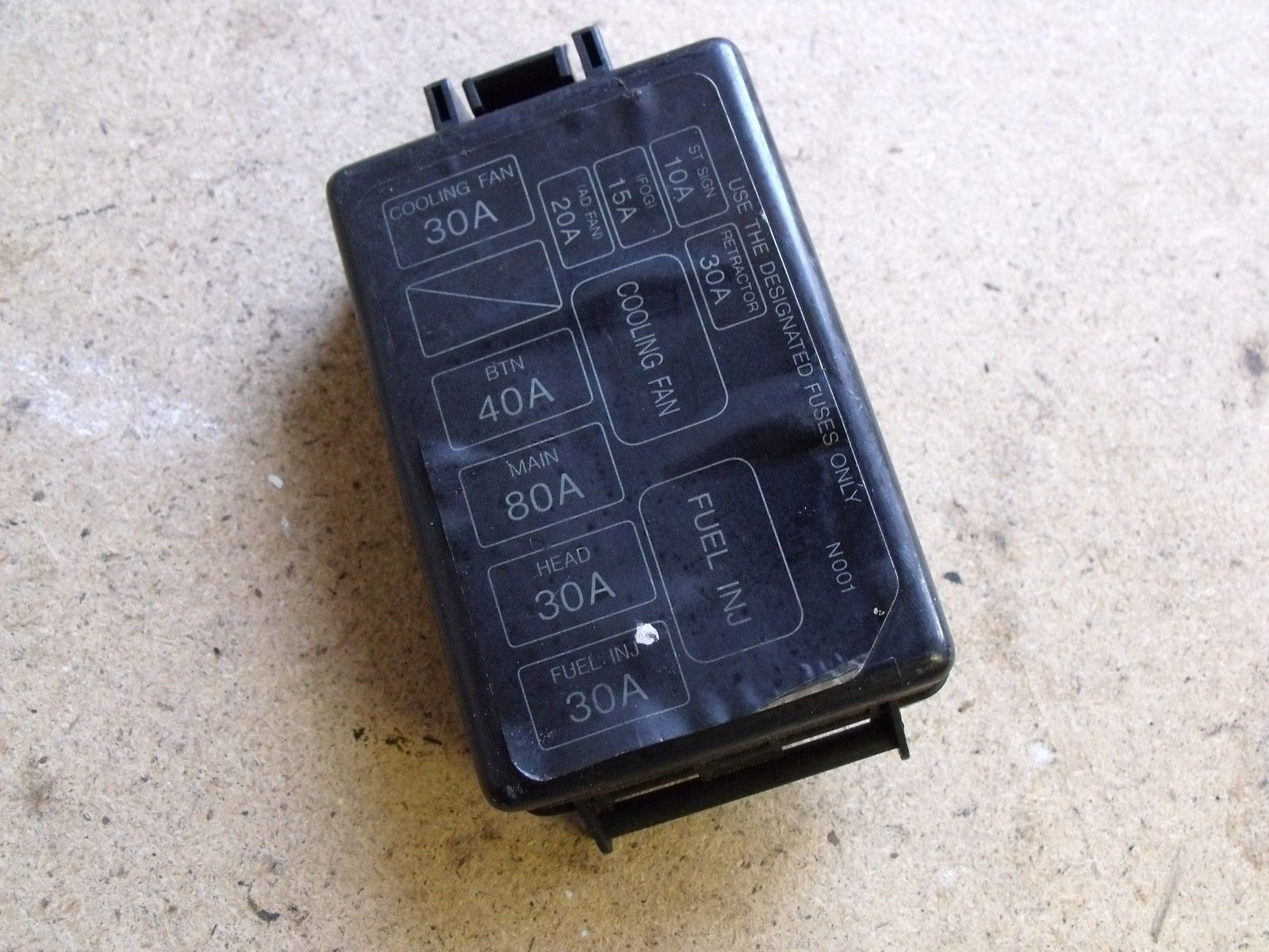 MAZDA    MX5 EUNOS MK1 1989  97    FUSE       BOX    COVER  UNDER